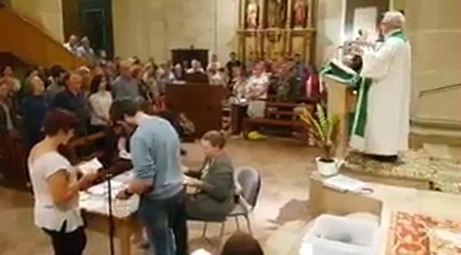 Recuento de votos en una iglesia catalana.