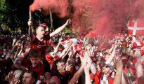 Aficionados del Liverpool en las horas previas a la final de Kiev.