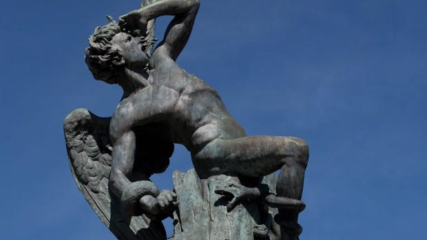 Estatua del Ángel Caído, en el parque del Retiro