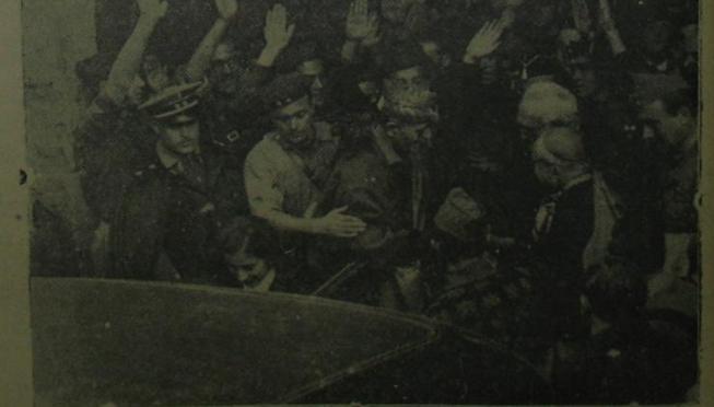 Imagen facilitada por Los Veteranos Legionarios de la Plataforma Patriótica Millán-Astray en la que se ve a Carmen Polo saliendo de la Universidad de Salamanca acompañada por Millán Astray y Unamuno