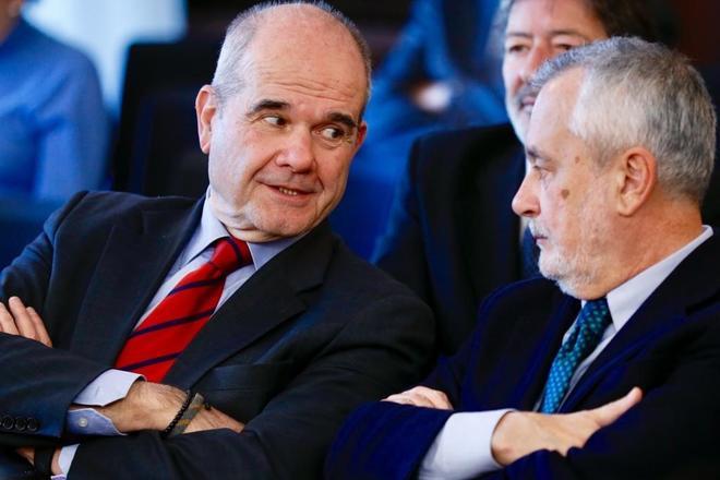 Los ex presidentes Chaves y Griñán, en una de las sesiones del juicio de los ERE.