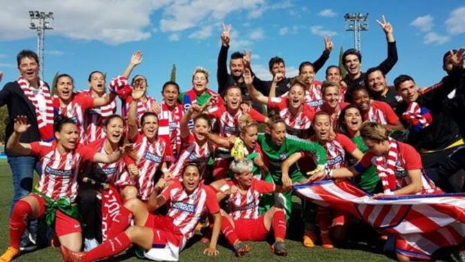 Las jugadoras del Atlético de Madrid celebran el título