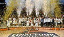 El Real Madrid celebra su décima copa de Europa