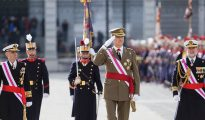Felipe VI pasa revista a la Guardia Real.
