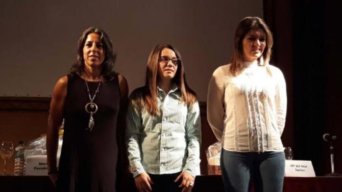 Ana Amalia, María Fernández y María del Mar Santos, durante su charla en Esparragosa de Lares (ABC)