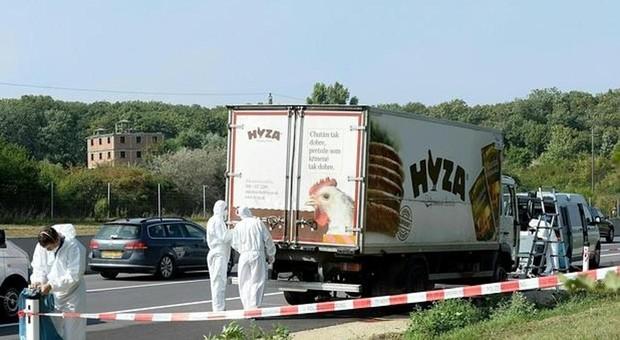 Camión frigorífico donde viajaban los inmigrantes, en Austria