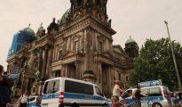 La Policía acordona la catedral de Berlín