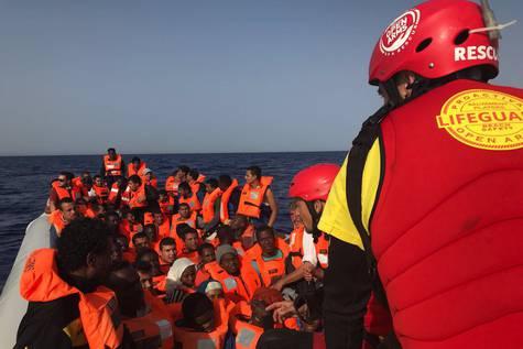 Momento del rescate en el Mediterráneo/ Open Arms