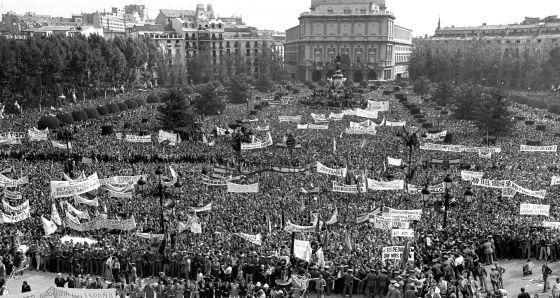 Manifestación de apoyo a Franco, en Madrid, el 1 de octubre de 1975.