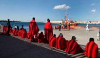 Llegada de pateras a la costa de Tarifa en una foto de archivo