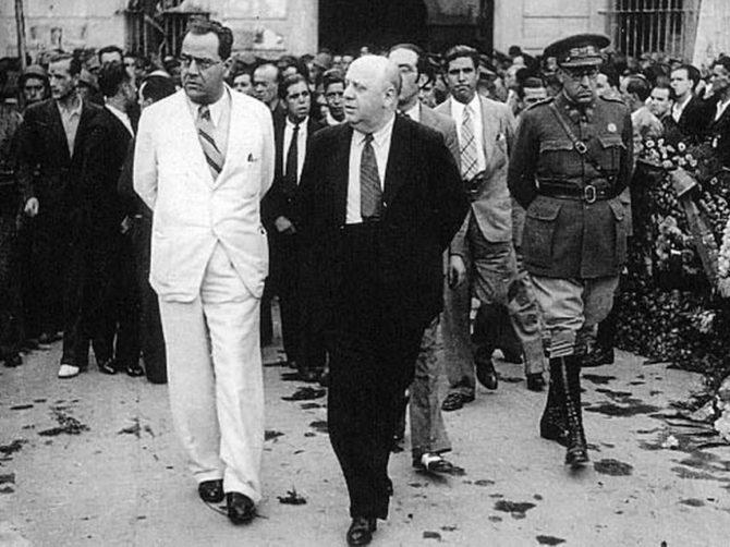 Juan Negrín (de blanco) e Indalecio Prieto.