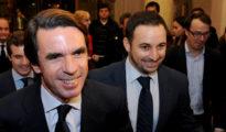 Abascal en segundo término, tras Aznar y delante de Casado.