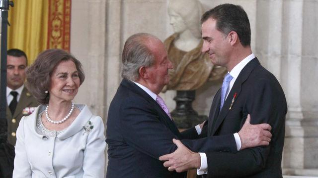 Juan Carlos y Felipe VI en el día de la abdicación.