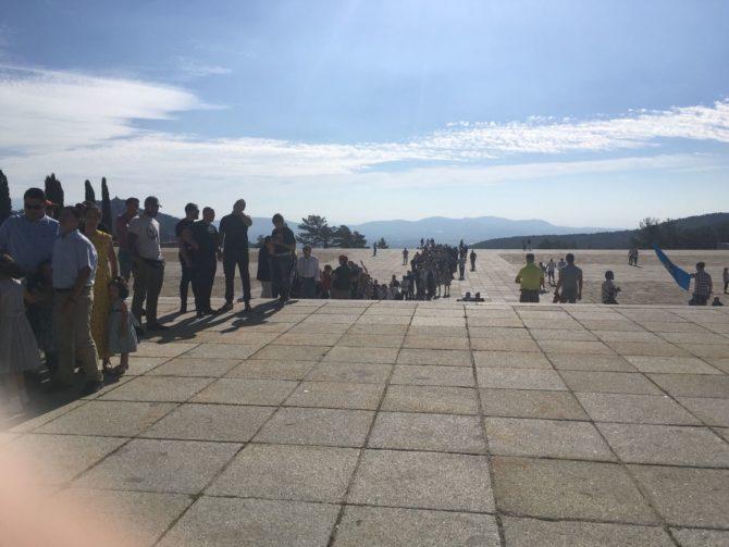 Imagen tomada a última hora de la tarde: Colas interminables para entrar en la basílica.