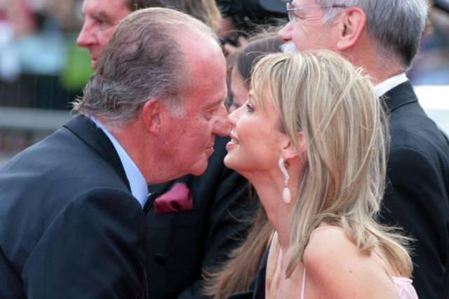 Corinna Sayn-Wittgenstein saluda al rey Juan Carlos