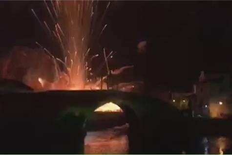 Imagen del momento de la explosión en Cangas de Narcea.