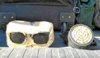 Algunos de los objetos con los que los inmigrantes asaltaron la frontera de Ceuta. Los agentes encontraron máscaras, escudos y ganchos caseros
