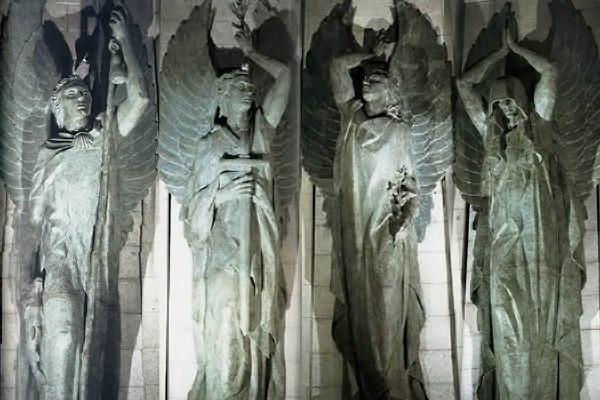 Los cuatro ángeles del presbiterio de la Basílica del Valle de los Caídos.