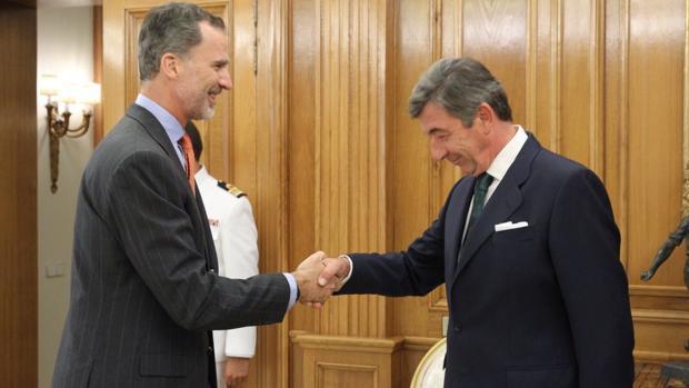 Santiago de León y Domecq cumplimenta a Don Felipe