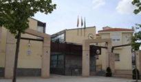 Fachada del Ayuntamiento de Serranillos.