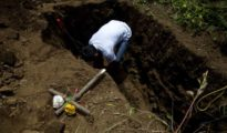 Masaya entierra al joven de 15 años Erick Jiménez, asesinado en la refriega del miércoles entre fuerzas de Ortega y disidentes.