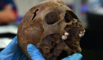 Levantamiento del cráneo del individuo - Instituto Nacional de Antropología e Historia (INAH)