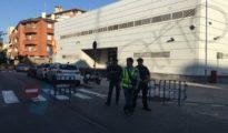 La comisaría en la que se ha producido el ataque está situada en la calle Travessera de Cornellá.