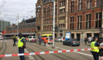 La Policía acordona el lugar de los hechos, en los alrededores de la estación central de Ámterdam