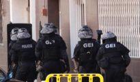 Los mossos han registrado la vivienda de Abdelouahab, ubicada en el barrio de Gavarra.