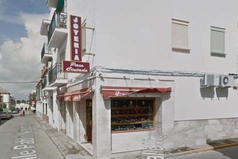 El cuerpo sin vida del joyero apareció en su establecimiento de Carmona.