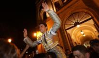 Miguel Ángel Perera sale a hombros