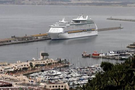Panorámica del puerto de Alicante, donde se produjo el arresto.