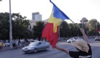 Miles de rumanos continúan en las calles de Bucarest
