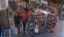 Said Alla y Hossaine Abouyaaqoub en un supermercado antes de dirigirse a Cambrils para el ataque