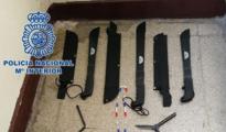 Armas blancas de grandes dimensiones que usan los pandilleros incautadas por la Policía Nacional
