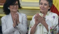 Carmen Calvo (i) y Rosa María Mateo (d).