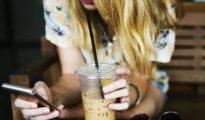 Los jóvenes son cada vez más dependientes de las redes sociales.