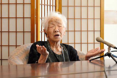 Kane Tanaka, la mujer más longeva del mundo, tiene 115 años y 258 días.