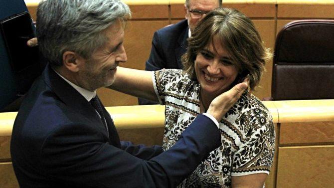 Fernando Grande-Marlaska con Dolores Delgado, este martes en el Senado.