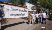 Apenas 15 personas en la protesta de Movimiento por España este viernes ante la sede del Nuncio Apostólico