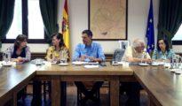 El presidente del Gobierno, Pedro Sánchez con su equipo.