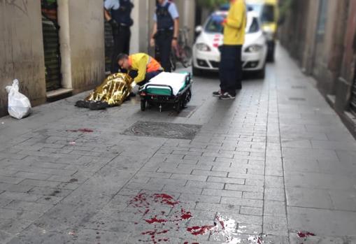 Sangre en las calles del Raval tras la agresión