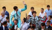 Cayetano y Roca Rey salen a hombros