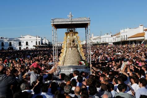Imagen de archivo de la Virgen del Rocío.