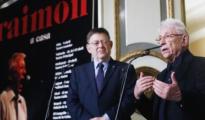 Imagen de Ximo Puig y Raimon durante la presentación de la gira valenciana del cantante