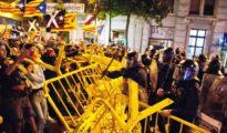El aniversario del 1 de octubre finalizó con fuertes disturbios ante el Parlament