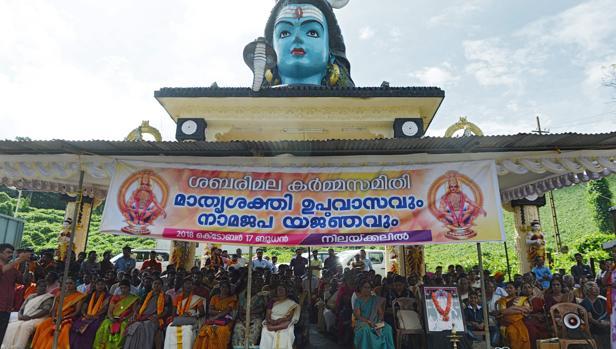 Protesta contra el veredicto del Tribunal Supremo de la India, que permite a las mujeres entrar al templo de Sabarimala