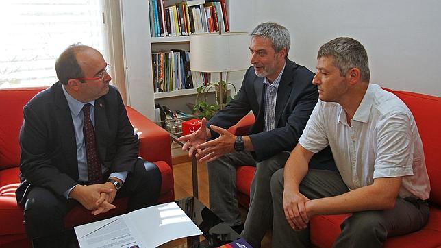 Miquel Iceta, líder del PSC y los responsables de Sociedad Civil Catalana