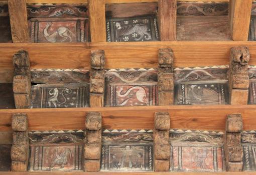 El techo de la Catedral de San Leónce, en Fréjus, alberga un conjunto de criaturas monstruosas - Peter C. Mancall
