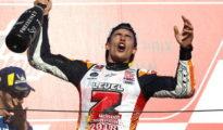 Marc Márquez celebra eufórico su séptimo título mundial y el quinto en la categoría de MotoGP